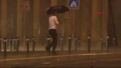 İstanbul'da Sabaha Karşı Başlayan Yağmur Etkili Oldu