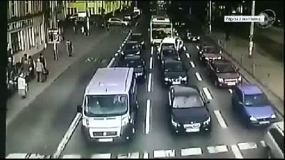 Durak Olmadığında Durmamaya Yemin Etmiş Otobüs Ve Çılgın Şöförü