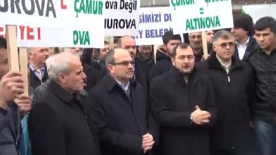 Ak Parti İlçe Teşkilatı'ndan Poşetli Belediye Protestosu