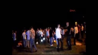 2//sakarya'da İşçi Servisi Otomobille Çarpıştı: 24 Yaralı