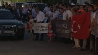 (ek Görüntü-1) Gül, İstanbul'da Devletin Onuru, Milletin Gururu Sloganıyla Karşılandı