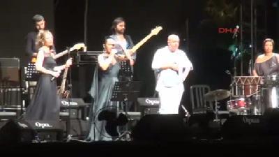 Kardeş Türküler Ve Sezen Aksu'dan Mersin'de Muhteşem Konser
