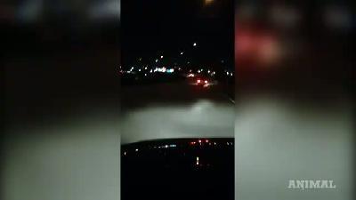 Bu Kadın Şoför Kelimenin Gerçek Anlamıyla 'Asfaltı Yakıyor'