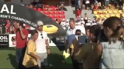 2// Galatasaraylı Futbolcu Sneijder Sahada Bahsedildiği Kadar Yüksek Bir Tansiyon Görmedim