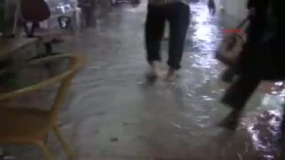 Marmaris'i 2(fotoğraflı) Dakikalık Sağanak Yağmur Vurdu