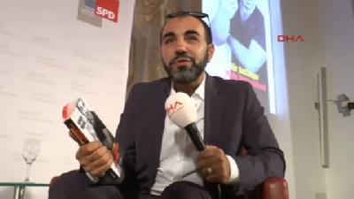 Türk Oyuncu Bavyera Parlamentosu'nda Kitabını Tanıttı