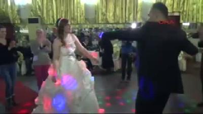 (görüntülü Haber) Kaçarak Evlendiler, 1(fotoğraflı) Yıl Sonra İki çocuklarıyla Birlikte Düğün Yaptıl