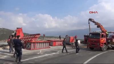 2- Madendeki Suyun Tahliyesinde Kullanılacak Ahtapot Aracı Kaza Yaptı: 3 Yaralı
