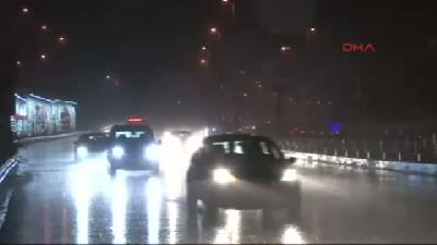 İstanbul'da Sağanak Yağmur Etkili Oluyor (3)