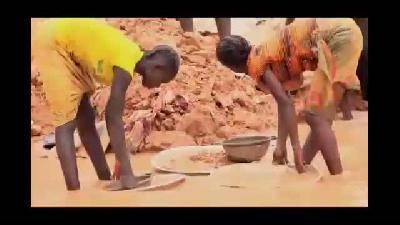 Kamerun madenlerindeki çocuk işçiler