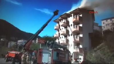 Otelin Çatısında Çıkan Yangını İtfaiye Söndürdü