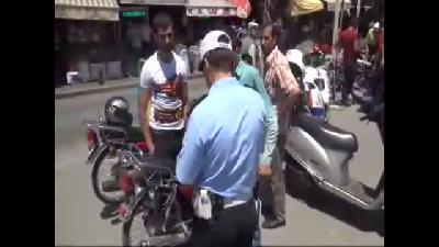 Polis Önce Ceza Kesti, Sonra Kask Hediye Etti