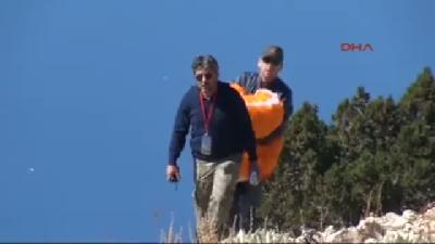 Kayalıklara Düşen Rus Paraşütçü, Piste Çıkıp Tekrar Atladı