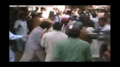 Pakistan'da camiye bombalı saldırı