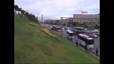D-1(fotoğraflı)(fotoğraflı) Karayolunda Hareketli Dakikalar