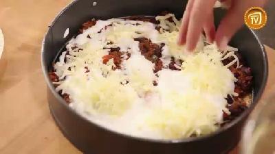 Fırında acılı tortilla