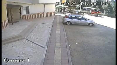 2'si Kız 4 Hırsız Güvenlik Kamerasına Yakalandı