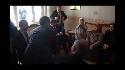 Davutoğlu, şehit başkomiser Hatipoğlu'nun baba evini ziyaret etti - AMASYA
