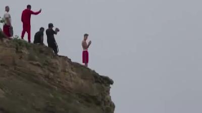 Justin Bieber kayalıklardan atladı