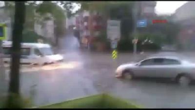 Amatör Kameradan Sulara Gömülen Sürücülerin Zor Anları (yeni Görüntüyle)