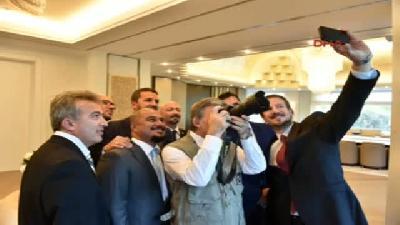 Gazeteci Yeleği Giyen Abdullah Gül : Şimdi 'yeni Mesleğini Buldu' Derler