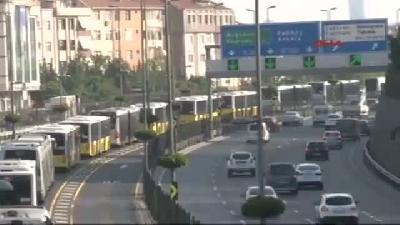 Metrobüs Arızası Trafiğe Neden Oldu