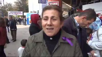 Kadınlardan Polis Ve Gazetecilere Mor Kurdele