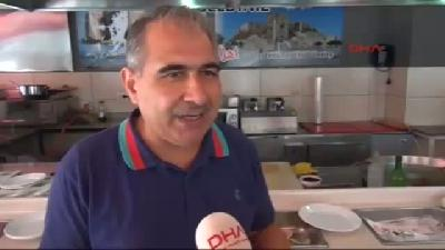 Suriyeli Esnaftan Türk Halkına Tabelalı Teşekkür