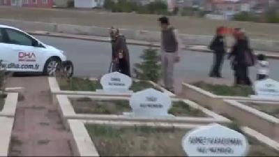 Azra Bebek, Van Depreminin 3'üncü Yılında Babasının Mezarında