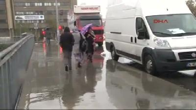 2- İstanbul'da Yağmur Gece De Devam Etti
