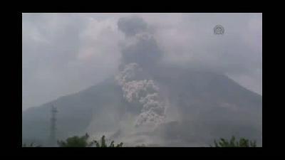 Sinabung Yanardağı'nda son günlerin en büyük patlaması