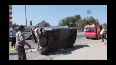Vincin çarptığı otomobil takla attı: 4 yaralı - ÇORUM