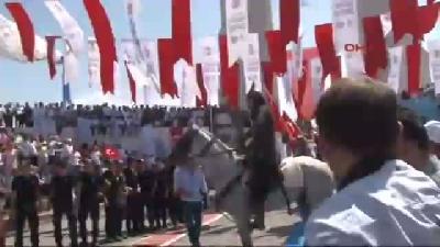 Ardahan'da Traktör Ve Otomobil Çarpıştı: 4 Yaralı