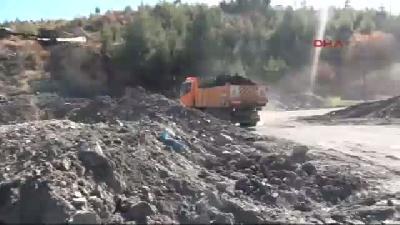 Facia Madeninden Çıkan Malzeme Ve Çamur Adeta Dağ Oluşturdu