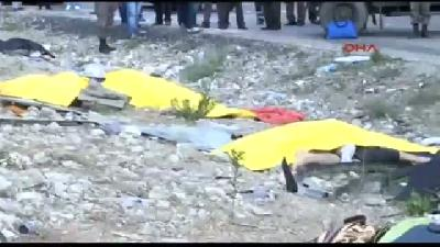 Afyonkarahisar'daki Berberleri Taşıyan Tur Otobüsü Devrildi: 13 Ölü, 28 Yaralı (2)