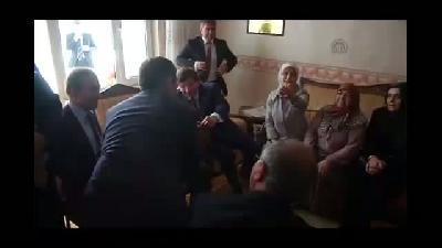 Davutoğlu, Hacı Durmuş ve Zehra Ar çiftini evinde ziyaret etti - AMASYA