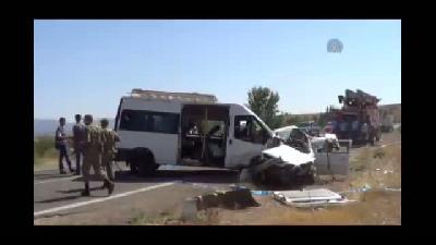 Trafik Kazası: 13 Yaralı, 1 Ölü - BİNGÖL