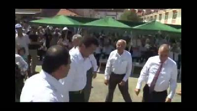 Ekonomi Bakanı Zeybekci, zeybek oynadı - DENİZLİ