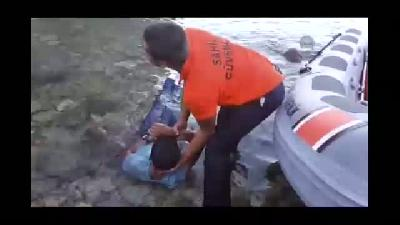 Kayalıklardan denize düşen genç kurtarıldı - MUĞLA