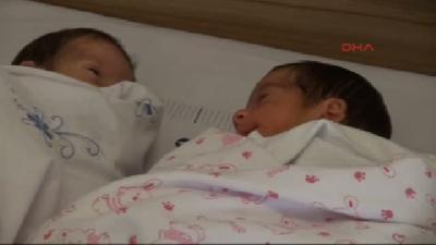 Suriyeli Çiftin 17 Yıllık Bebek Özlemi Üçüzlerle Sona Erdi