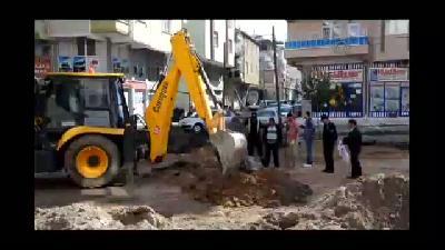 Karaman'da iş makinesi doğalgaz borusunu deldi