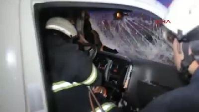 Otomobil Kamyonetle Çarpıştı: 1 Ölü, 2 Yaralı