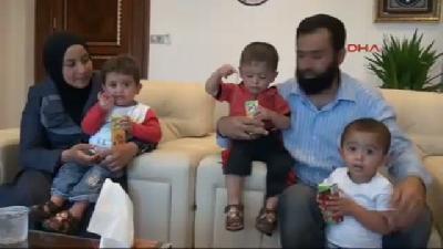 Suriyeli Üçüzler Recep, Tayyip Ve Erdoğan'a 1(fotoğraflı)(fotoğraflı)'er Lira Harçlık