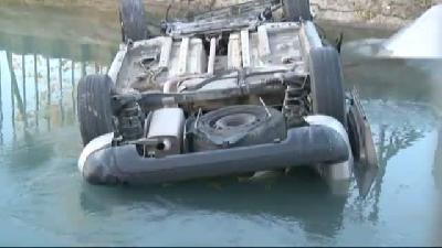Kadın sürücü fren yerine gaza bastı, kamyonet kana