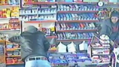 Uyuşturucu parası için markete bıçaklı soygun
