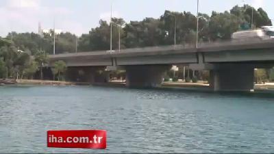 Otoyol köprüsünden tehlikeli atlayış